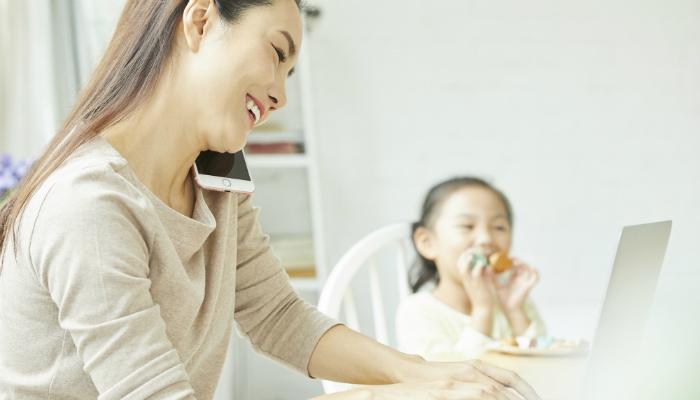 育児をしながら仕事するママ