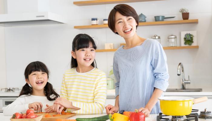 調理中の親子